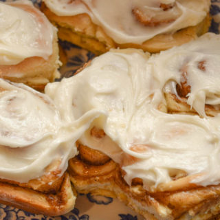 This Cream Cheese Frosting is perfect for almost any baked good, including cinnamon rolls, carrot cake and even graham crackers.